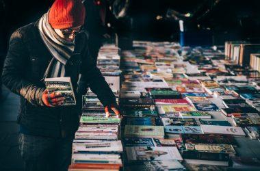 """Cea mai vândută carte în 2018 în judeţul Cluj a fost """"Constituţia României"""""""