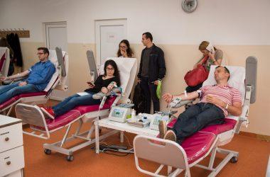 """Aproape 100 de clujeni au donat sânge în prima zi a campaniei """"Donăm împreună, Noi dăm startul!"""""""