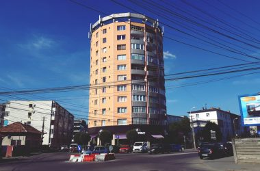 Blocul Spray – povestea din spatele arhitecturii neobişnuite
