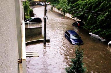 Furtună în Cluj-Napoca | Mai multe străzi au fost inundate