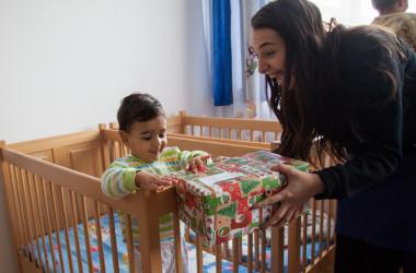 Vrei să bucuri un copil de sărbători? Doi studenți vor să îndeplinească cu ajutorul comunității dorințele a peste 250 de copii