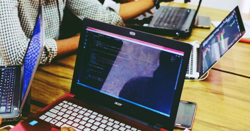 Îţi doreşti o carieră în IT? Înscrie-te la cursul de reconversie profesională oferit de Universitatea Tehnică din Cluj