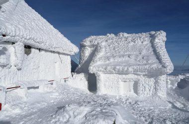 Staţia meteo Vlădeasa este îngheţată complet