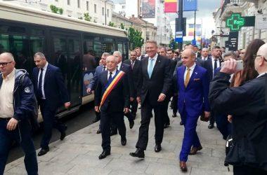 """Klaus Iohannis plimbare pe strazile din Cluj: """"La Cluj mă simt ca acasă"""""""