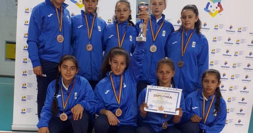 Campanie caritabilă pentru o elevă medaliată cu bronz la Olimpiada Naţională de Oină: se strâng bani pentru o casă