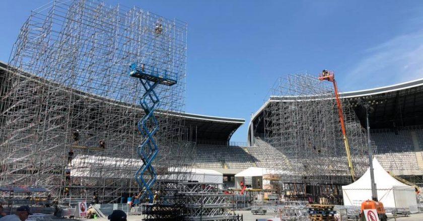 Pregătiri pentru UNTOLD: se montează scena principală pe Cluj Arena