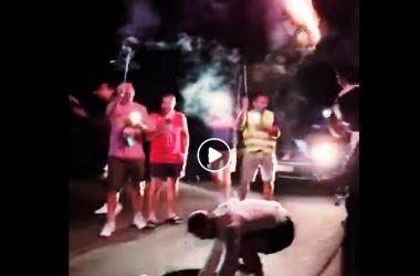 Tort, şampanie şi artificii pentru o groapă de pe un drum din Cluj! Metoda inedită de protest a unor clujeni