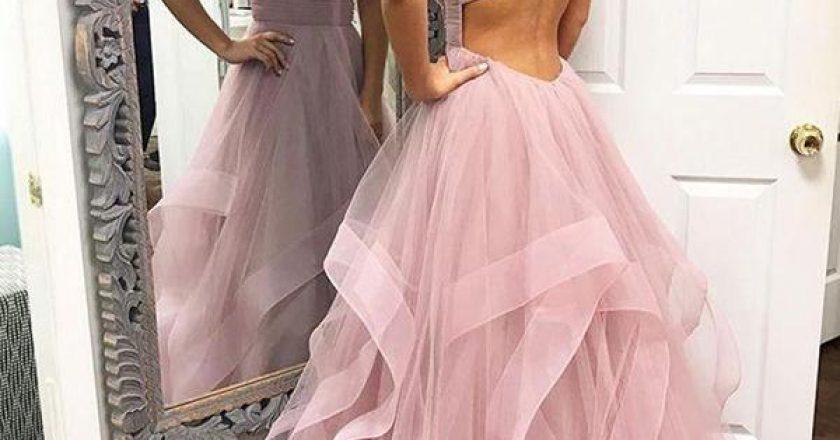 Doamnele si domnisoarele care sunt in cautarea unei rochii de seara, fie pentru ca merg la un eveniment deosebit, asa cum sunt nuntile si botezurile