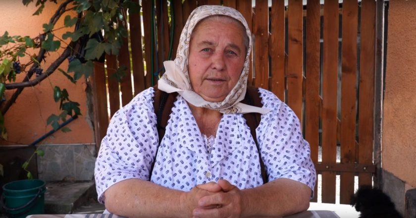 Bunicuţa din Chinteni - sfaturi pentru şoferi şi pietoni în traficul aglomerat din Cluj
