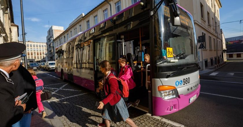 Abonamentele de transport în comun pentru elevii din Cluj-Napoca vor fi modificate: 120 de călătorii gratuite pe lună
