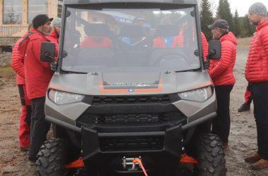 Salvamontiştii clujeni au primit un vehicul off-road şi o dronă de ultima generaţie
