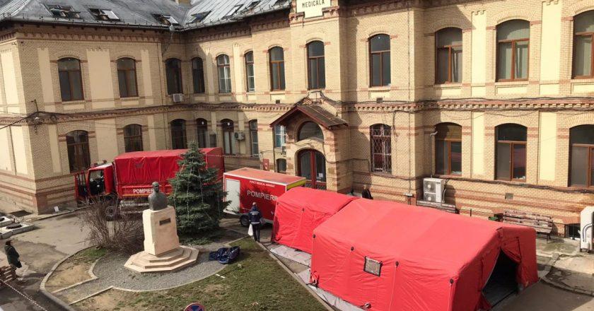 Cort de triaj în fața Clinicii Medicală I Cluj   Pacienţii cu coronavirus vor fi internaţi şi în acest spital