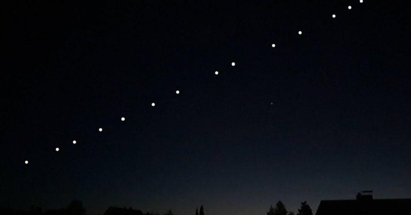 Sateliții Starlink sunt vizibili şi pe cerul României