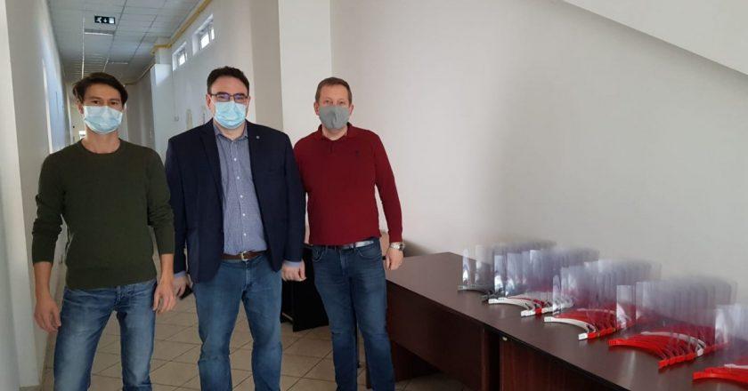 Viziere pentru cadre medicale realizate de profesori ai Universităţii Tehnice din Cluj-Napoca