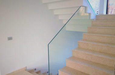4 lucruri pe care trebuie sa le stiti despre balustradele de sticla