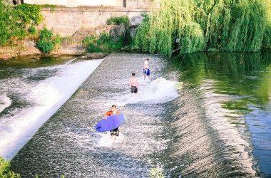 Surf Someș - sport extrem practicat în centrul Clujului pe Someșul Mic