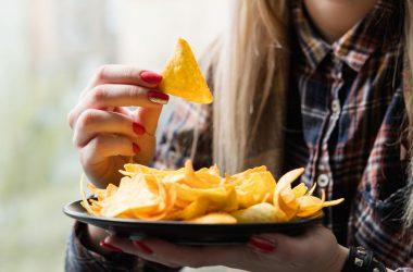 Margarina, chipsurile, popcornul și supele la plic vor fi interzise prin lege