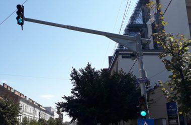 Radare fixe pe străzile din Cluj-Napoca | Primul a fost deja montat şi se află în teste