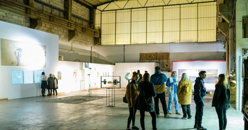 Clujenii sunt invitați să descopere arta contemporană la Noaptea Albă a Galeriilor