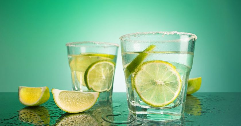 Cum se bea o sticla de vodka in Rusia?