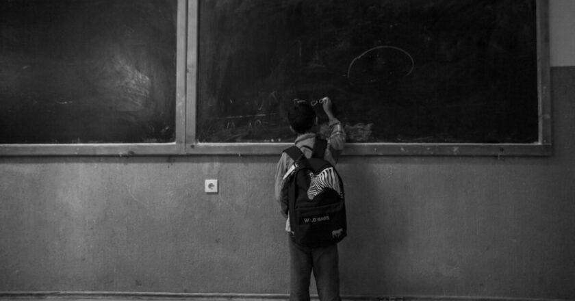 """""""Musai la școală"""" - trei tineri din Cluj vor să ducă tablete copiilor din zonele rurale"""