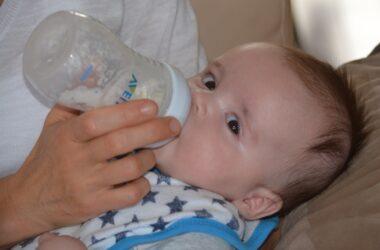 Alăptarea nu este posibilă? Apelează la formulele de lapte praf!