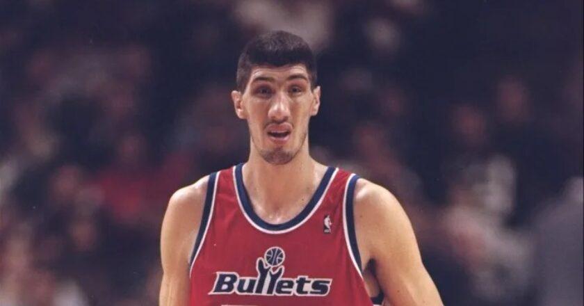 """Documentar despre cariera clujeanului Gheorghe Mureşan: """"Viața și moștenirea celui mai înalt jucător din NBA"""""""