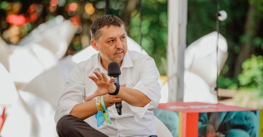 """Rectorul UBB Cluj la Electric Castle: """"Revenirea la concerte și la evenimente ajută starea psihică a oamenilor după pandemie"""""""