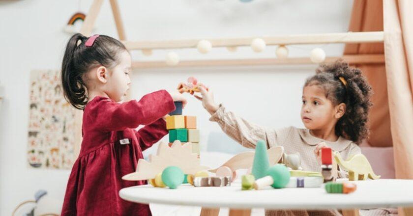 beneficiile jucăriilor din lemn