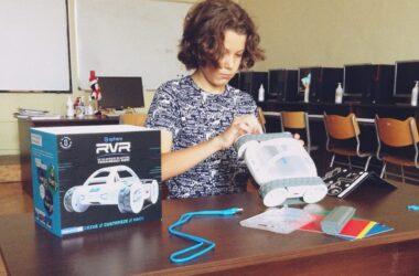 Roboţi multifuncţionali introduşi în mai multe şcoli din Cluj-Napoca